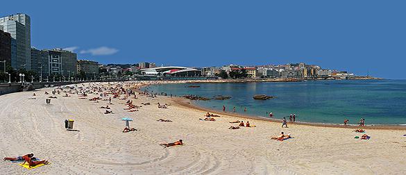 duchas-solares-en-la-playa-de-riazor